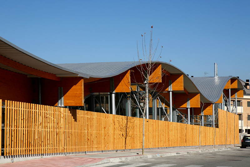 Gira arquitectos slp piscina municipal en villanueva del for Piscinas municipales cubiertas madrid