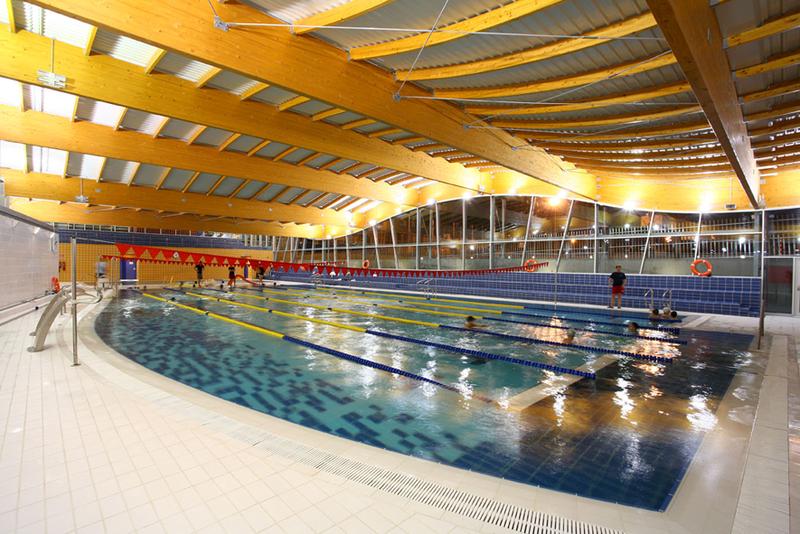 Gira arquitectos slp piscina municipal en villanueva del for Piscina municipal cubierta